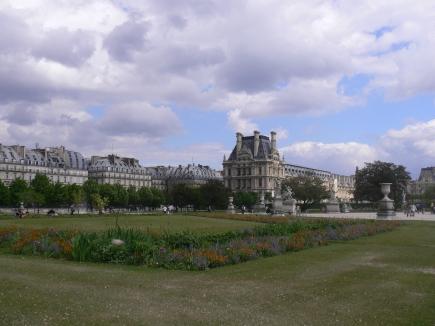 4-Louvre羅浮宮-0快到羅浮宮勢力範圍內前的花園.jpg