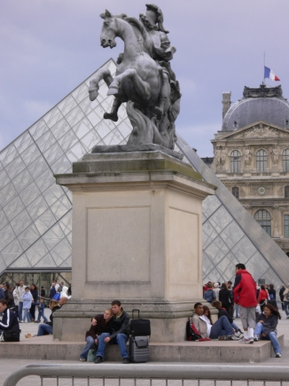4-Louvre羅浮宮-2羅浮宮3-拖著行李來逛真是累.jpg