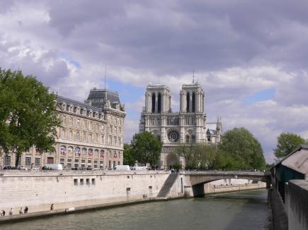 5-Notre-Dame巴黎聖母院-0其位於塞納河中央的西提島上01.jpg