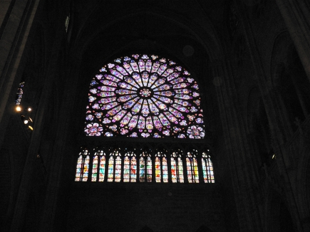 5-Notre-Dame巴黎聖母院-2院內都是彩繪玻璃.jpg
