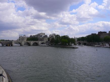 6-Seine塞納河-1遠眺西提島.jpg