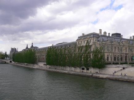 6-Seine塞納河-3在河畔散步煞是悠閒,只要風不大都好.jpg