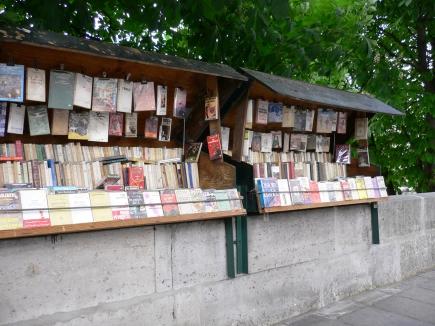 6-Seine塞納河-4河畔有許多賣二手書的攤販.jpg