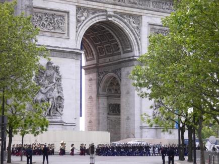 1-Arc de Triomphe凱旋門-1正巧遇到閱兵02.jpg