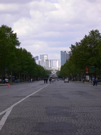 1-Arc de Triomphe凱旋門-2遠眺新凱旋門.jpg