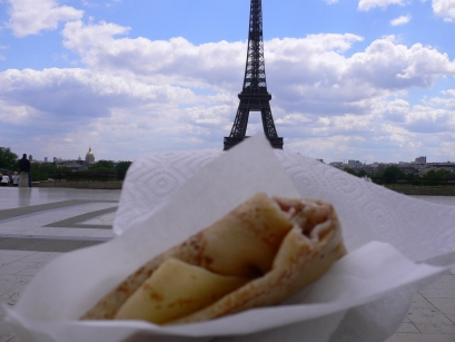 2-Chaillot莎佑宮-3午餐與巴黎鐵塔合影.jpg