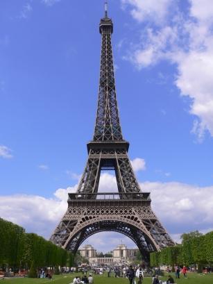 3-Tour Eiffel巴黎鐵塔-3走到公園中間.jpg