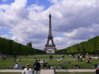 3-Tour Eiffel巴黎鐵塔-5快走完公園了.jpg