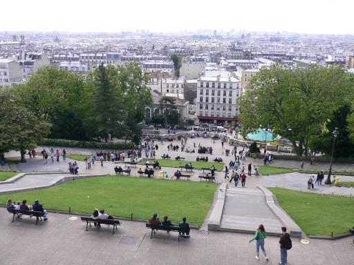 0_2爬到教堂可俯瞰巴黎風景.jpg
