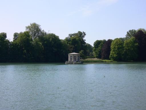0_4Fontainebleau池塘中的小屋.jpg