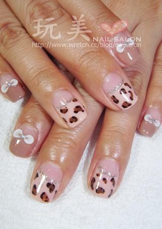 粉橘色凝膠指甲+動物紋彩繪