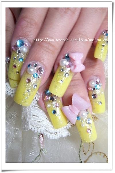 鵝黃色水晶和立體蝴蝶結的搭配 非常可愛^^