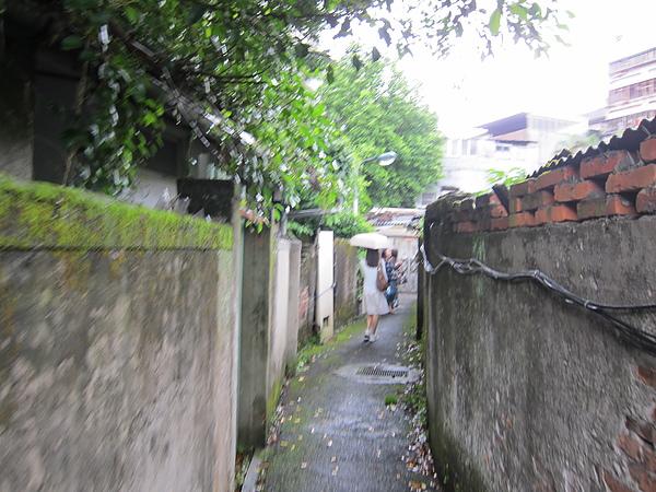 巷道愈來愈窄