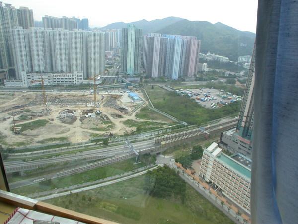 房間外view,正在蓋2009年亞運會運動場,頗期待呢!