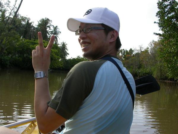 假動作划船中的Alex