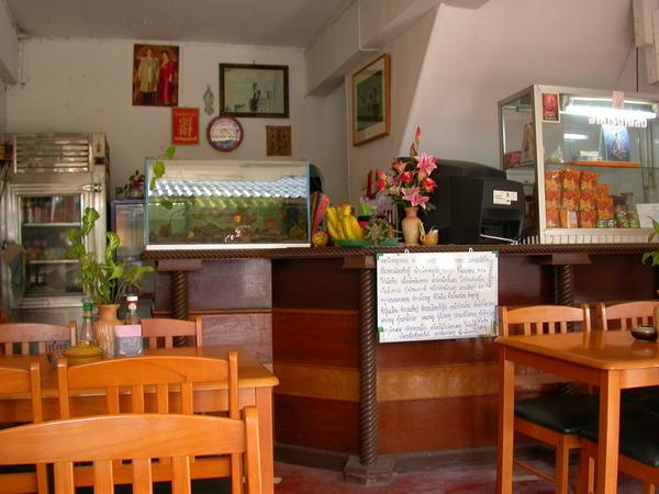 華僑的後代開的餐廳,但不台不泰的,就不推薦嚕~