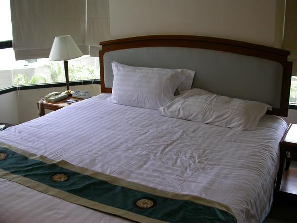 King size的床,大概是新寶城的兩倍大><