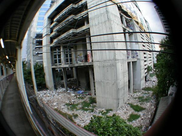 連廢墟都讓我覺得很酷,我是不是得了曼谷病:P