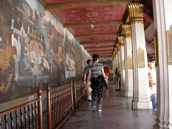全長1900公呎的壁畫迴廊