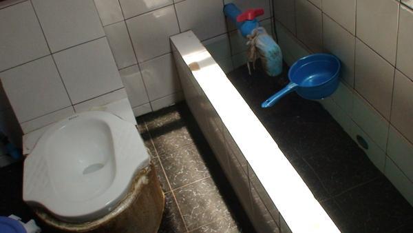 再來一張泰式傳統廁所