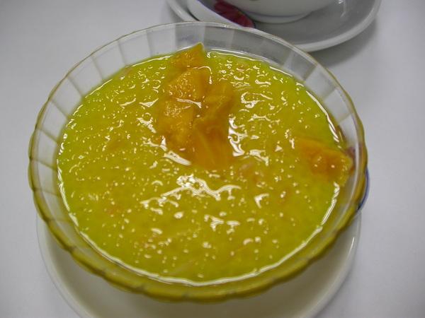 吃完蛋塔喝甜湯,老闆推薦的「楊枝甘露」