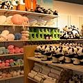 熊貓還沒到,紀念品已經賣的嚇嚇叫