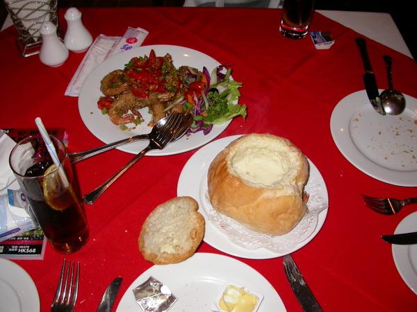 麵包湯和椒鹽中蝦