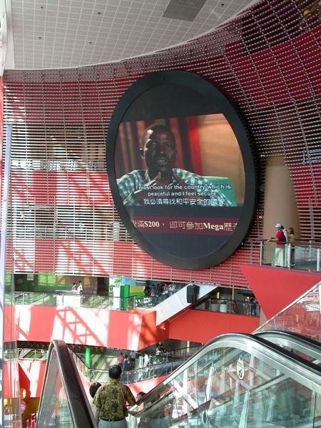 裡面也很有設計感,比起其他的shopping mall,我喜歡有設計感的商場:)