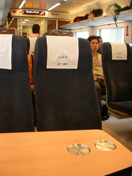 廣州火車,一整個蠻高檔的感覺~