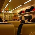 火車上的座位是兩邊對望的