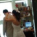 新娘幫新郎結小領結