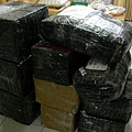 我們從香港運回來的行李,被歇斯底里的貨運公司包的像炸彈><