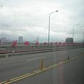 國慶日接近時,每個僑、每條大馬路都會差上國旗~