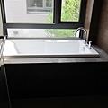 浴缸是不可或缺低