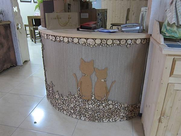 櫃檯的設計是昕薆最愛的貓咪和原木