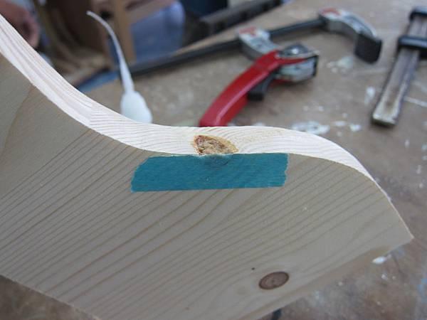 難免會有木結和洞,所以學習修補也是很重要的~