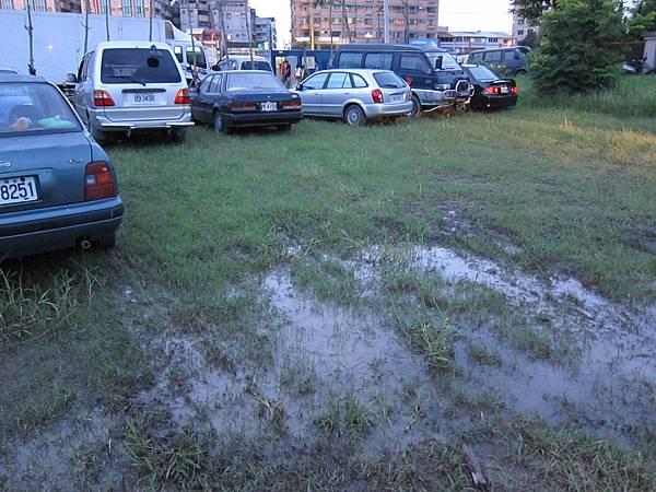 停車場實在讓人不敢恭維...