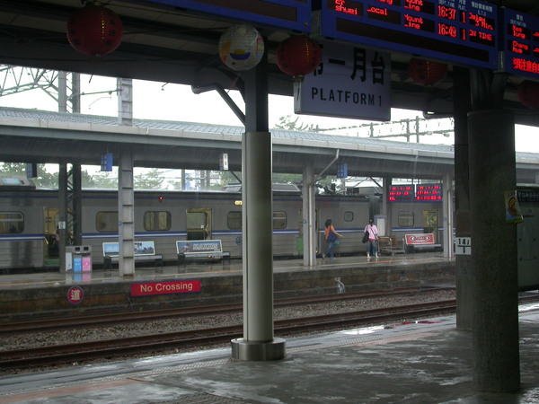 辛樂克颱風的苗栗火車站