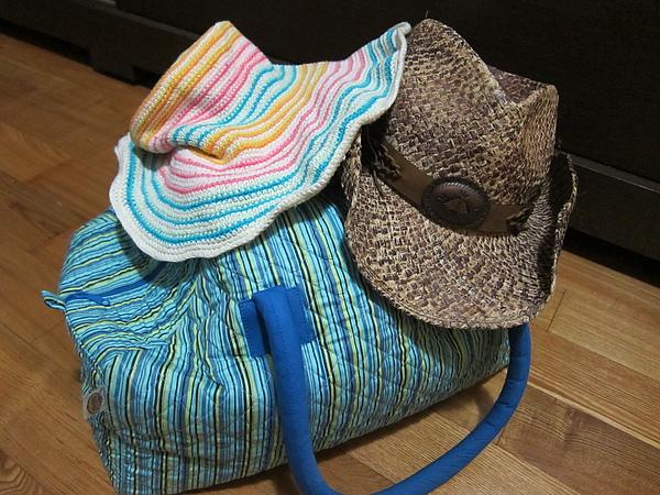 我的花帽+曼谷花包,都市味十足,Alex的牛仔帽也不惶多讓...