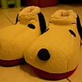 暖暖牌史努比拖鞋陪你過冬:)
