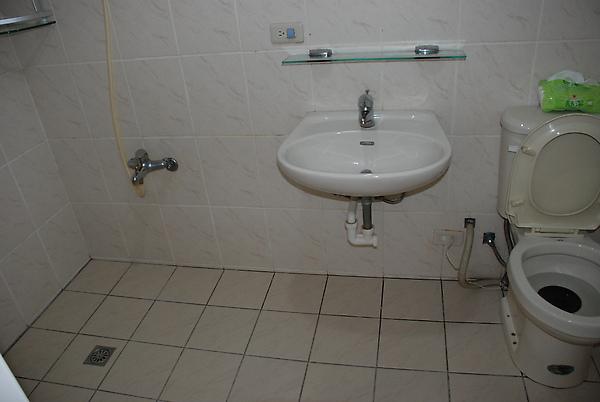 廁所沒什麼動到~
