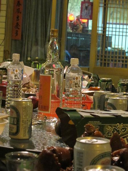 滿桌的酒肉