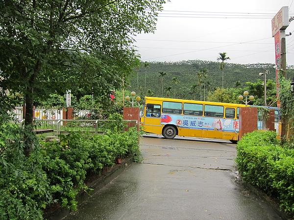 驚見山中公車