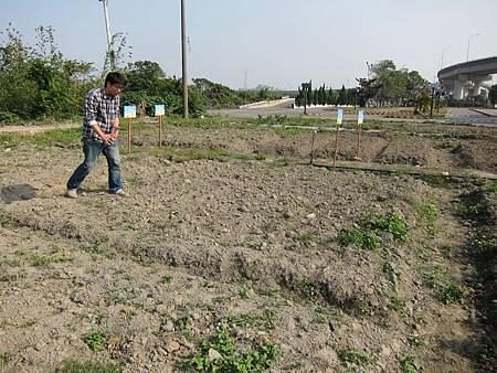 A先生在模擬我們的田要怎麼規劃