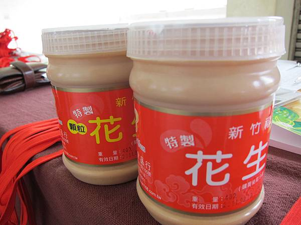 花生醬有兩種,有顆粒和沒顆粒~