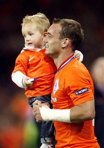 Sneijder son 02.jpg