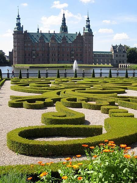Frederiksborg with the garden