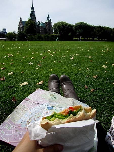 面對著 Rosenborg, 我, 地圖 & 三明治