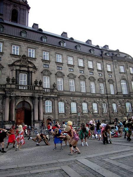 在 Christiansborg 廣場上