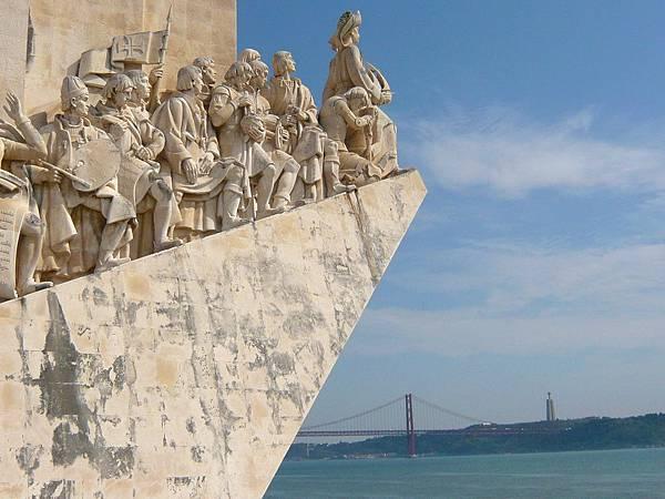 發現者紀念碑 + 4月25日大橋